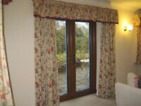 Chintz curtains, 3 pairs short, one pair long, with pelmets plus one single short