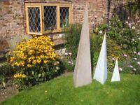 6 steel triangular obelisks to add character to your garden - blue/grey
