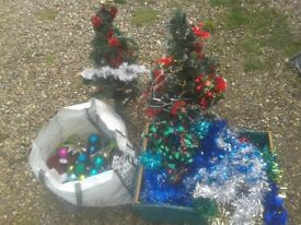 CHRISTMAS DECORATIONS JOBLOT INC 2.5FT TREES X2, HANGING TINSEL BAUBLES ORNAMENTS, LIGHTS