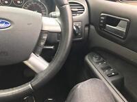 Ford Focus Ghia 06