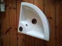 Corner sink. Very good condition
