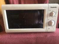 White Panasonic 700W Microwave