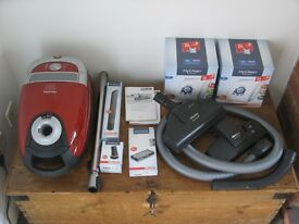 Miele Cat & Dog C2 Complete Power Line. + 18 bags genuine bags. + Other extras. Hardly used. Vacuum