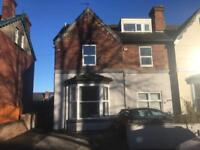 Spacious 2 Bed Flat in Lovely Semi Detached House