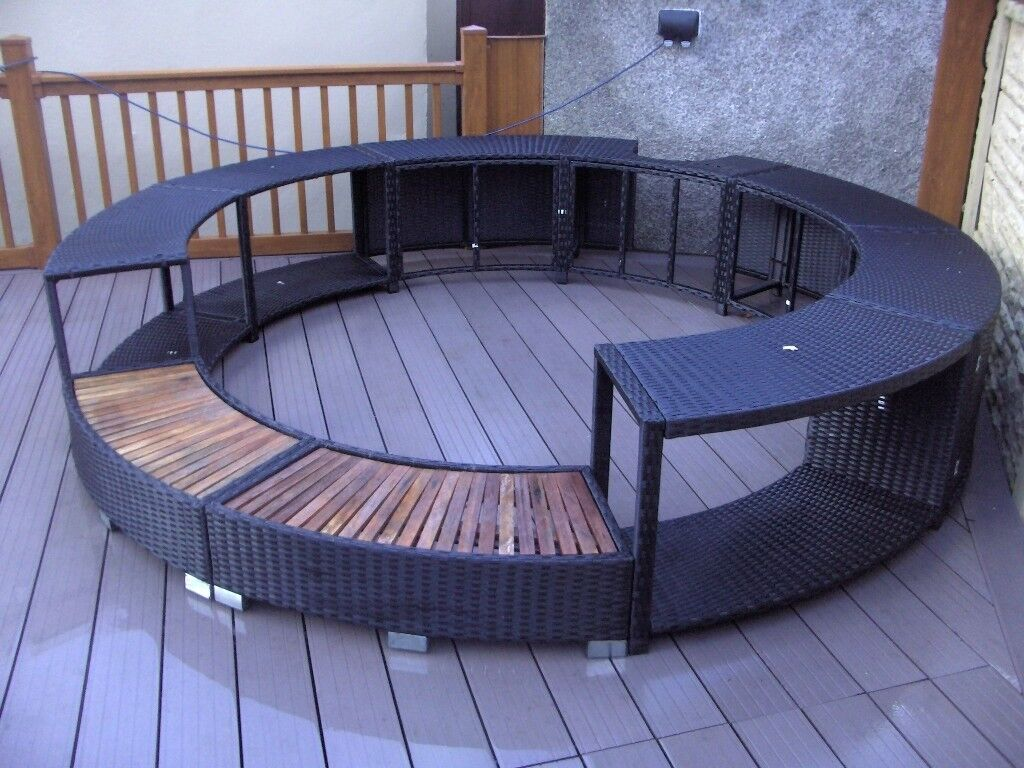 Black Poly Rattan Hot Tub Surround Like New Only 6 Monthes