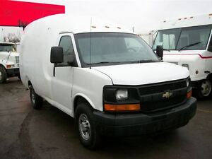 2005 Chevrolet Express 3500 Bubble Van 11 ft single wheel