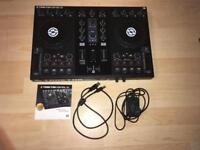 Native Instruments Traktor S2 DJ Contoller + Traktor Pro 2 Software