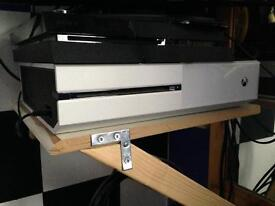 White Xbox one 500gb with controller and game