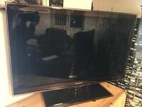 """32"""" Samsung 3D Full HD Smart TV + Extras!"""