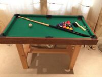 Kids Pool/Snooker Table with Set of Pool Balls/Cue