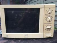 Sanyo 900W microwave with grill