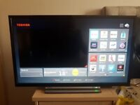 TOSHIBA 32inch Smart LED HD TV with Built-in WiFi, FreeView & DVD Player