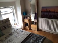 DOUBLE ROOM PLUS EXTRA SMALL ROOM/OFFICE AVAILABLE IN PROFESSIONAL HOUSESHARE IN SMITHDOWN L15.