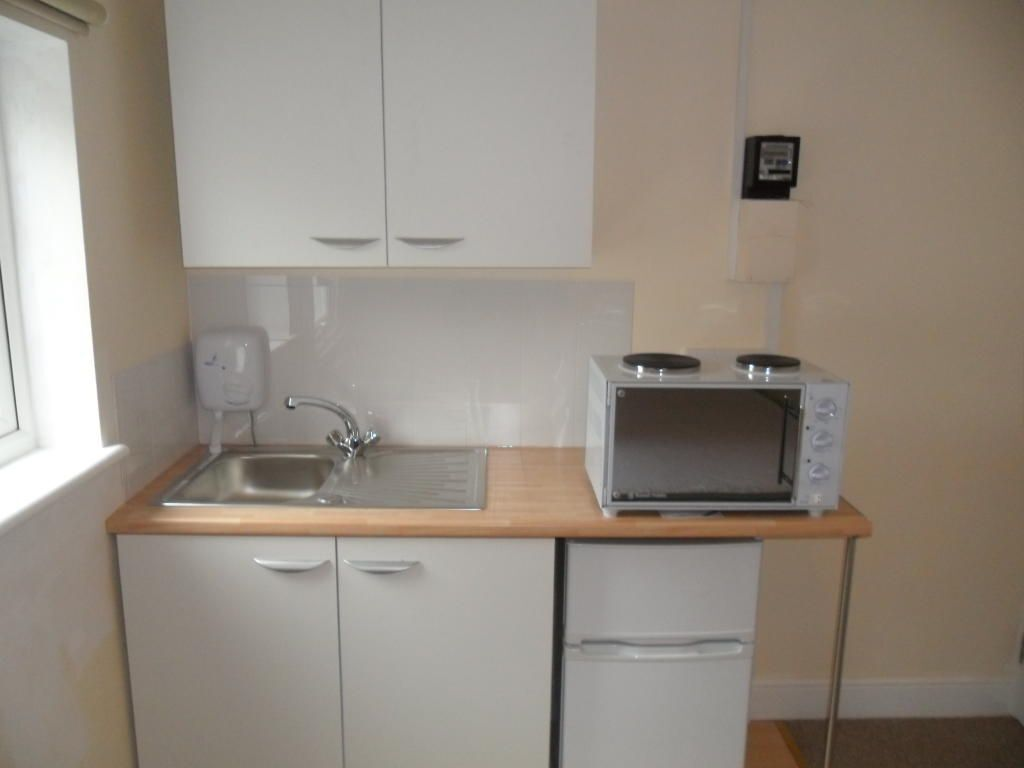 Double Garden Bedsit coming available opposite Central swimming and Leisure Centre
