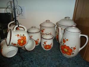 Ceramic Kettle/Mugs & Canisters Set. (Flower Pattern) West Island Greater Montréal image 1