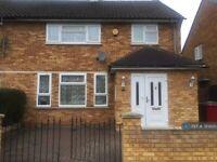 3 bedroom house in Stile Road, Slough, SL3 (3 bed) (#785600)