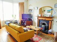 3 bed 1st floor flat in Trinity for rent from November, kitchen appliances and curtains included