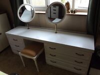 Dressing table in white, with mirrors, drawers and stool