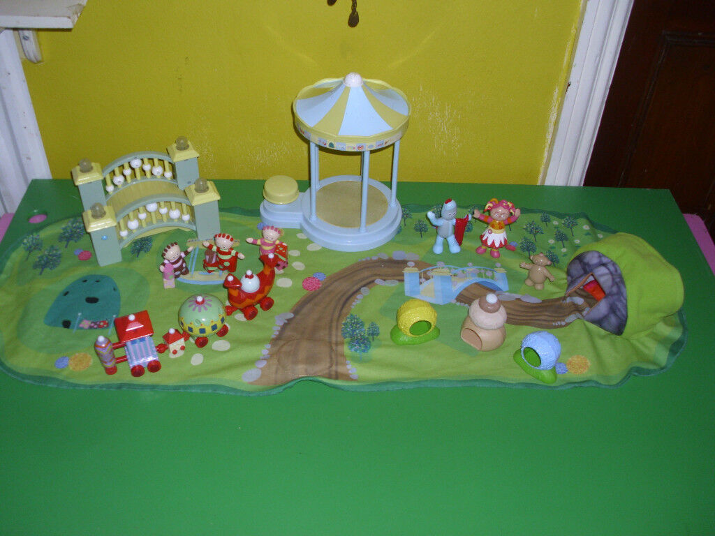 "CHILD'S LARGE ""IN THE NIGHT GARDEN"" ELECTRONIC SET"