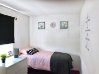 Lovely room with en-suit shower within house share in Darlaston, no deposit, bills inclusive of rent