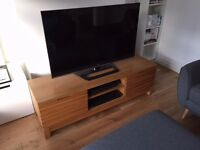 Oak TV stand. Excellent condition