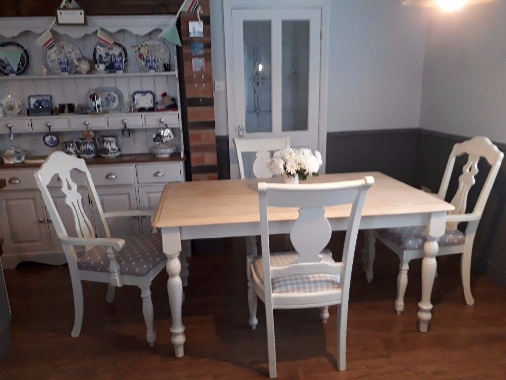 FARMHOUSE TABLE& 4 CHAIRS (2CARVERS) - FREE LOCAL DELIVERY