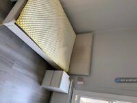 3 bedroom flat in Lysia Street, London, SW6 (3 bed) (#1087327)