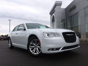 2017 Chrysler 300 NAV, REMOTE START, BACKUP CAM