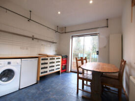 A Large 1 bedroom 1st floor flat located on a Tree lined street in Finsbury Park