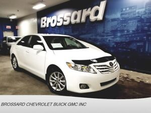 2011 TOYOTA CAMRY XLE  * CUIR  * TOIT  * MAGS