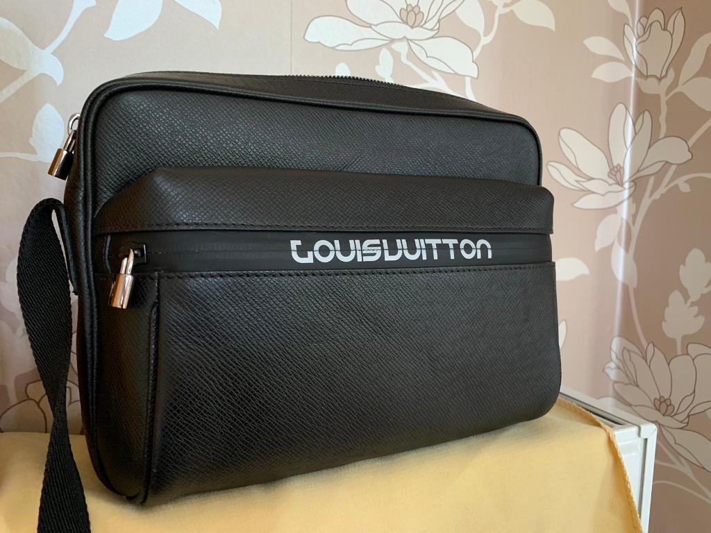 965e968a4ef6 Louis Vuitton Men s Bag