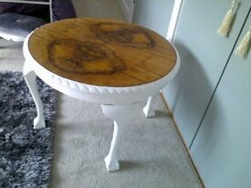 Vintage round coffee table with Queen anne legs