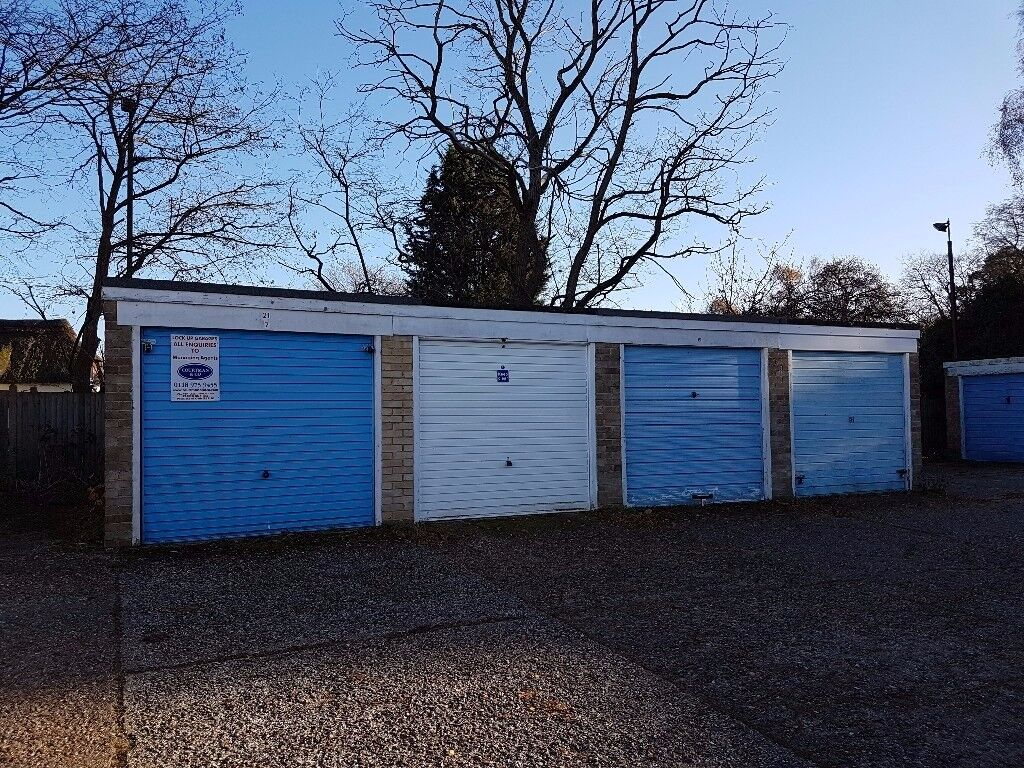 Garages to rent: Wallace Close Woodley Reading