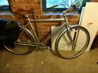 Specialized globe daily 2 men's bike. 7 speed shimano hub gears. Needs a little tlc. Open to offers