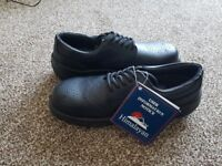 Brandnew men working shoes size 8