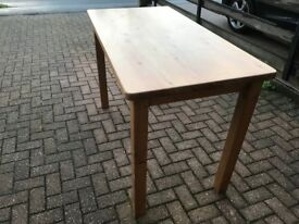 High kitchen table in pine with a lacquer finish