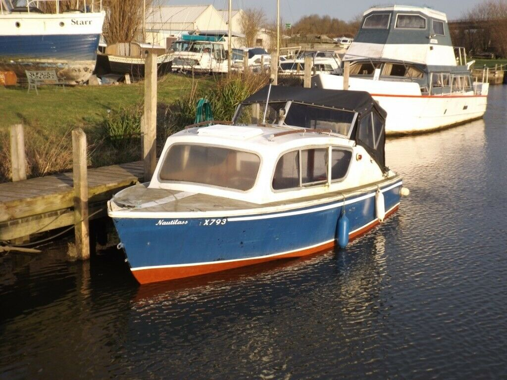 Cabin Cruiser With Outboard Motor