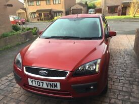 Red Ford Focus Zetec 07 with 59,000 Millage. MOT until Oct 2018. +++ New Battery!!