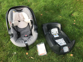 Stokke iZi Go Carseat in black melange with ISOFIX base - Very good condition