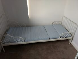 Toddler extendable bed - IKEA Minnen - white - with slats and mattress