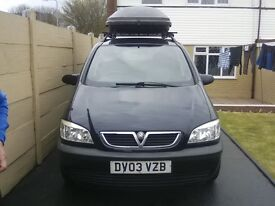 Vauxhall zafira 7 seater with halfords roof box