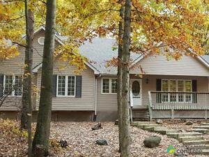 $429,000 - Cottage for sale in Grand Bend