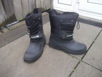 Snow boots-Black size 44/10 by Trespass