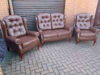 Chesterfield style leather queen Anne wingback Suite. EXCELLENT CONDITION THROUGHOUT!BARGAIN!