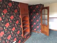 2 Bedroom - £430 a month Spacious Lounge - Gas Heating - 1st Floor - Near Shops - 2 Bed For Rent