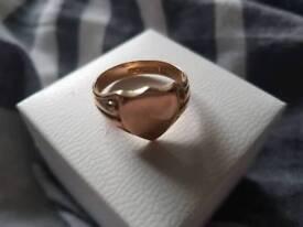 9 carat gold shield ring 6.3 grams