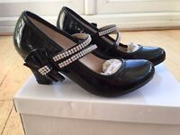 Black patent girls high heel shoes with diamonte design. Size 1 / EU 33.