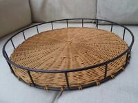 """LOVELY LARGE MARKS & SPENCER 18"""" WICKER AND METAL TRAY KITCHEN DINING DISPLAY EXCELLENT CONDITION"""