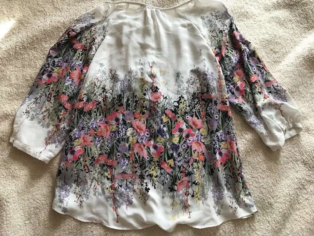 3a99a67b5e879 Ladies floral meadow print top size 14 M S
