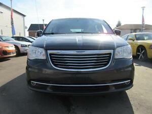 2011 Chrysler Town and Country Cambridge Kitchener Area image 2